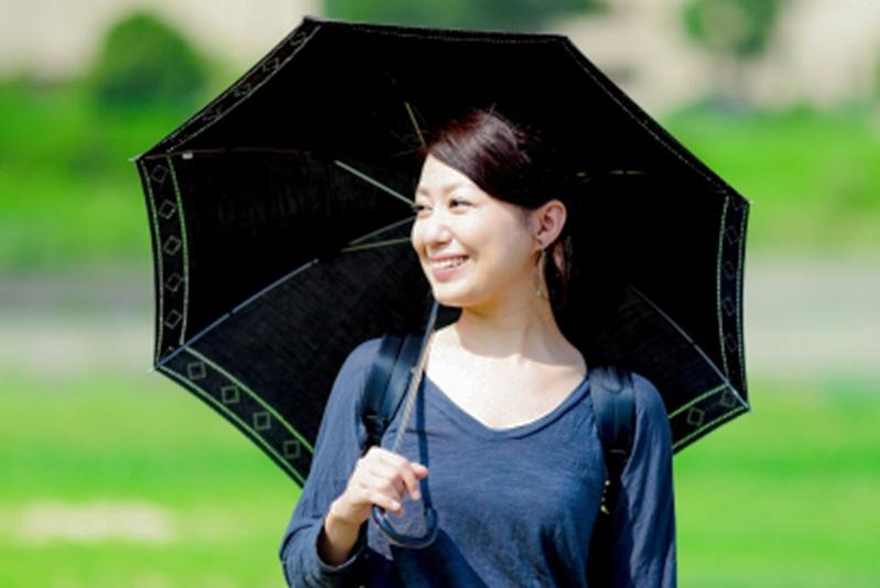日焼け肌へのレーザー照射は、痛みやヤケドなどのリスクがある